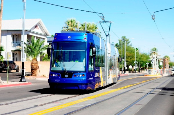 Tucson streetcar leaves center-street station during testing. Photo:  Tyler Baker, Arizona Daily Wildcat.